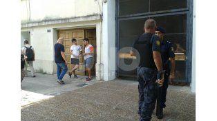 Golpearon y asaltaron a abuelos en Bulevar Pellegrini al 2900