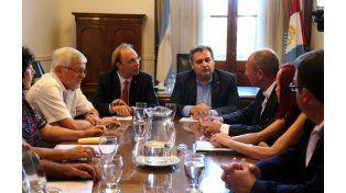 Farías y Saglione en la reunión de ayer con representantes de UPCN y ATE.