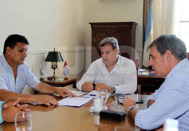 Ante la situación en Sauce Viejo, Farías y Jatón se reunieron con Uliambre