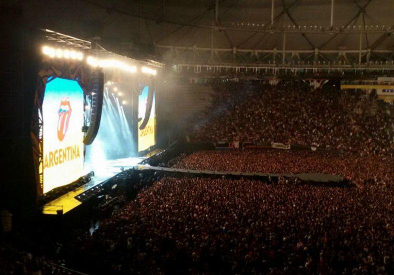 Sebastián compartió una foto del recital desde la platea del Estadio Único de La Plata.
