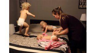 Cambia los pañales de cuatro bebés al mismo tiempo