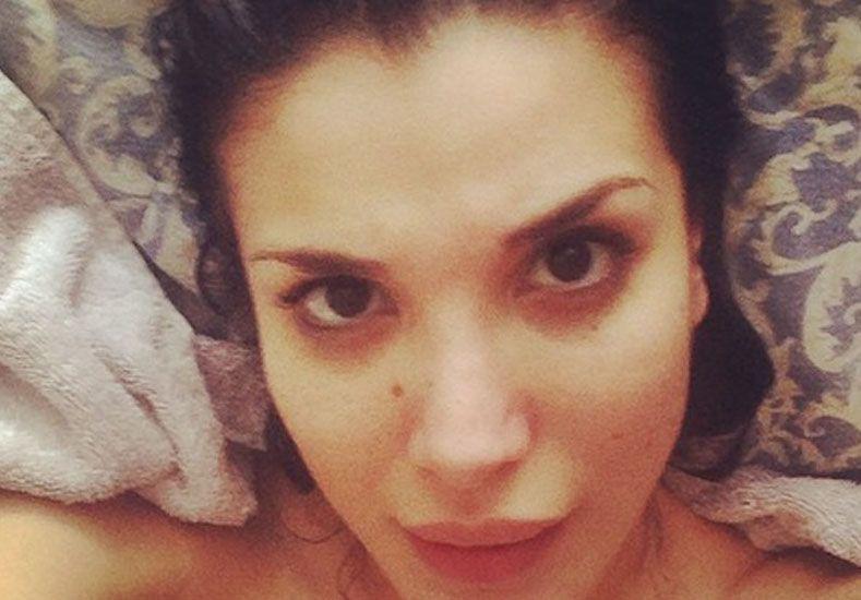 Desnuda en una bañera