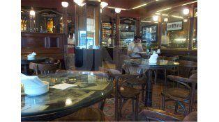 El tradicional bar y confitería de La Peatonal santafesina./ Juan M. Baialardo.