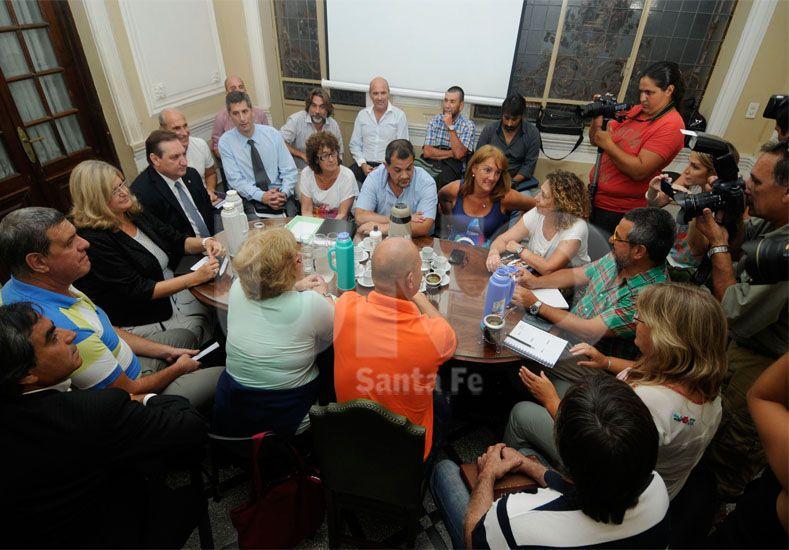 Salario. Los miembros paritarios dejaron armada la agenda de trabajo y todos hacen números / Foto: Manuel Testi - Uno Santa Fe