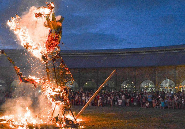 Con la quema del Rey Momo finalizó el Carnaval del Molino y La Redonda