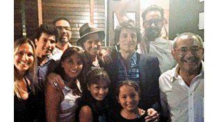 Los músicos llegaron a La Cabrera escoltados por un séquito de 13 personas
