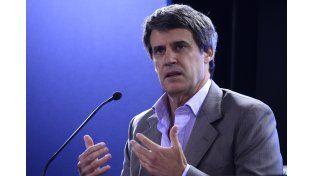 Prat Gay salió rápidamente a plantear la intención del gobierno ante un reclamo público de Carrió. (DyN)