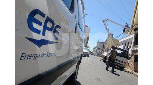 Golpe al bolsillo. Las estimaciones de la EPE indican que la mayoría de los usuarios tendrá una suba de 110 pesos mensuales / Foto: Manuel Testi - Uno Santa Fe