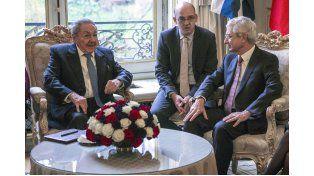 Avances. El mandatario cubano (izq.) se reunió ayer con el presidente de la Asamblea nacional