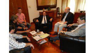 Producción y Trabajo se reunieron para dar continuidad a la firma Sadesa