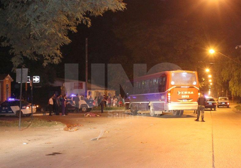 Murió un motociclista en un choque con un colectivo en el barrio Yapeyú
