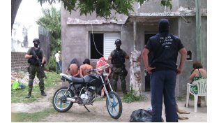 Fuerte operativo policial en Laguna Paiva: secuestraron drogas y dinero en efectivo