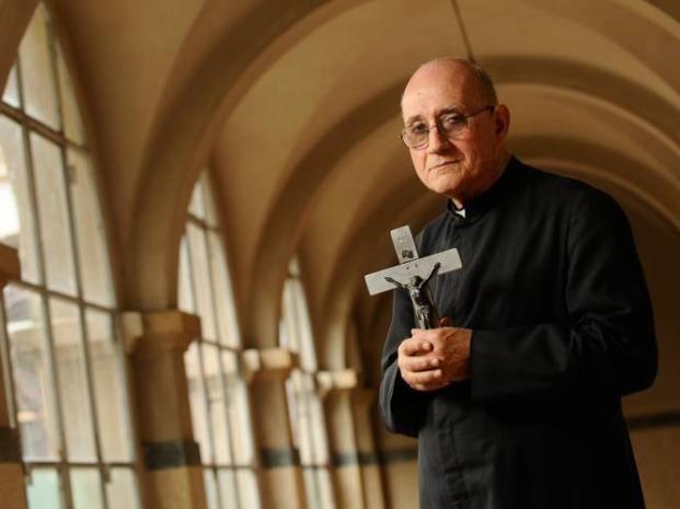 Un cura católico reveló que Mauricio Macri lo buscó para exorcizar Olivos