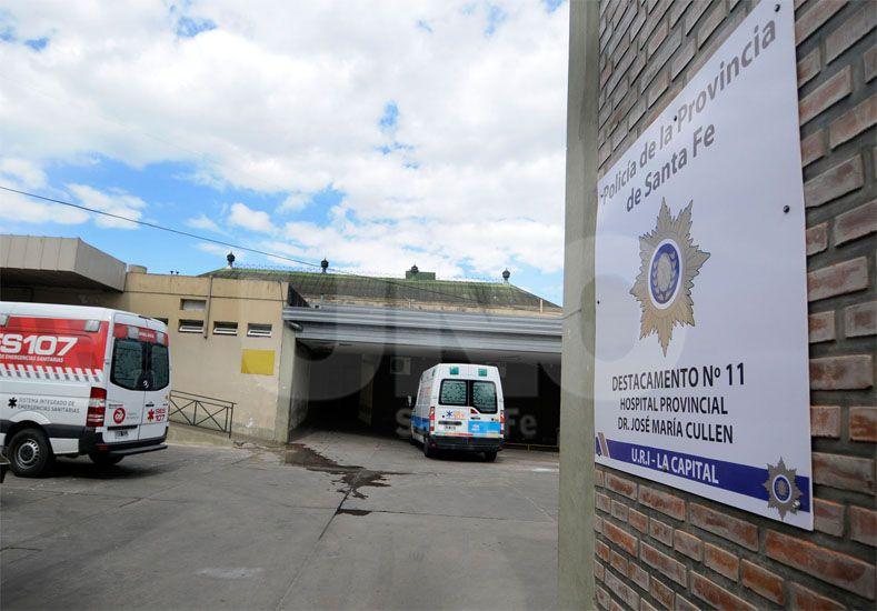 Sin vida. La víctima fue trasladada al hospital Cullen. Los médicos constataron su muerte / Foto: Juan Manuel Baialardo - Uno Santa Fe