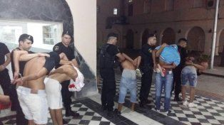 Arrestados. Los aprehendidos en Alto Verde en la Comisaría Nº 1.