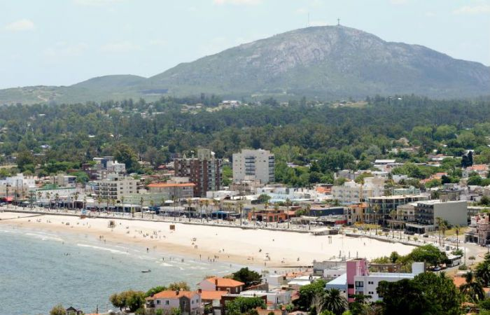 La playa de Piriápolis vista desde el Cerro San Antonio.