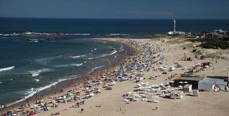 Rústica y bella es la exclusiva playa de José Ignacio.