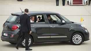 El Fiat 500 usado por el Papa en su visita a EEUU fue subastado en U$S 82 mil