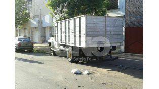 Desgracia con suerte: una camioneta chocó un camión estacionado