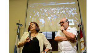 González y Tejeda durante la presentación.