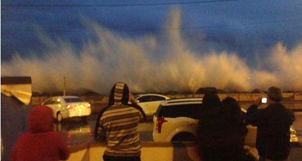 Increíbles imágenes de las olas gigantes que sorprendieron a turistas en Viña del Mar