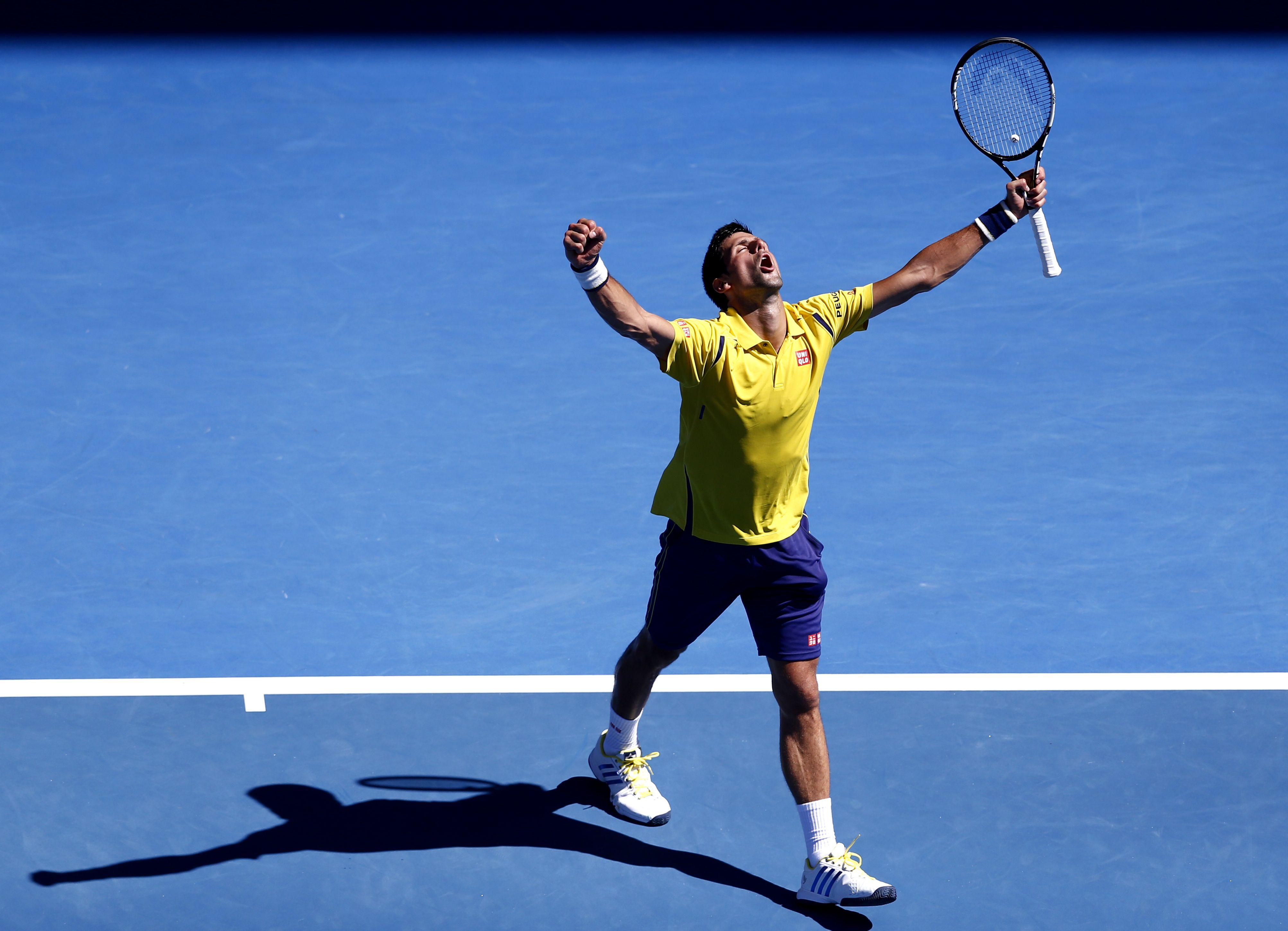 Festejo. Djokovic celebra una victoria que le costó mucho esfuerzo conseguir. (AP)