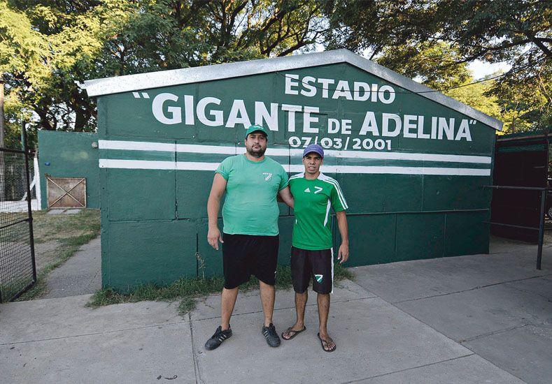 Simpatizantes y dirigentes. Fabián Paz y Juan Manuel Serra llevan grabado a fuego su arraigo por este club.