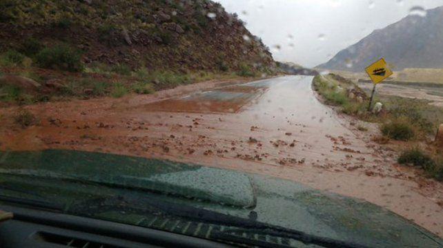 Mendoza: por aludes, cortaron la ruta 7 y miles de turistas quedaron varados