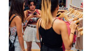 Con la idea de dividir y crear comodidades para ellas y ellos inauguraron Kingdom Mujer en 9 de Julio 2012.
