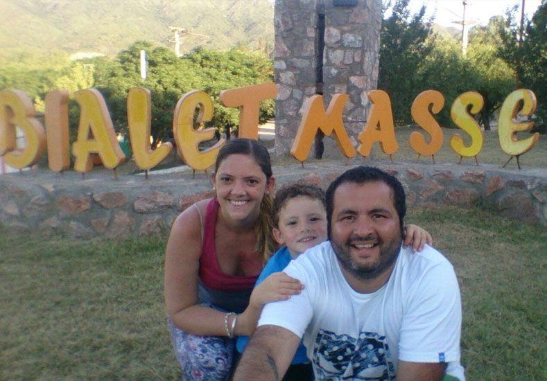 Romina Pujato junto a Lauti y Mauro Bazan