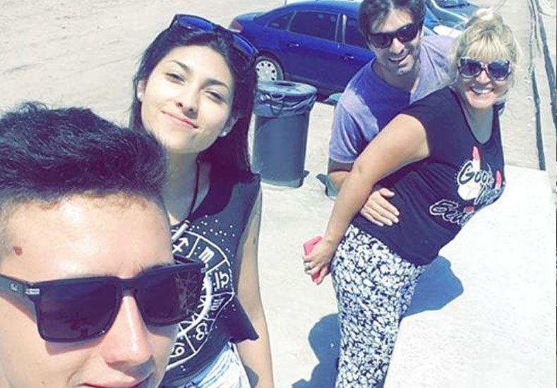 Rodrigo nos envió la foto de su vacaciones en familia en Mar del Plata.