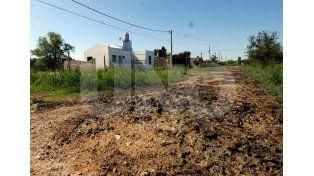 """Como un """"flan"""". Así definen el estado de algunas calles y ya no pueden entrar a sus casas / Foto: Mauricio Centurión - Uno Santa Fe"""
