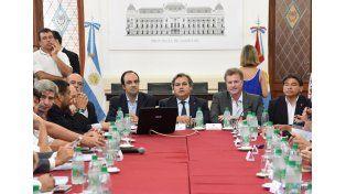 El ministro Farías encabezó la reunión de del Gabinete de Emergencia de la Nación en la ciudad de Santa Fe.