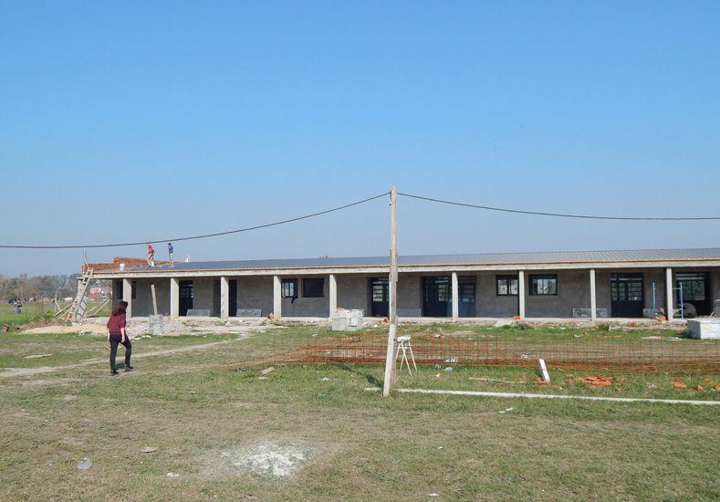 Amplia. La escuela cuenta con un gran sector de galerías que integran el edificio con la naturaleza / Foto: Gentileza Escuela Recreo