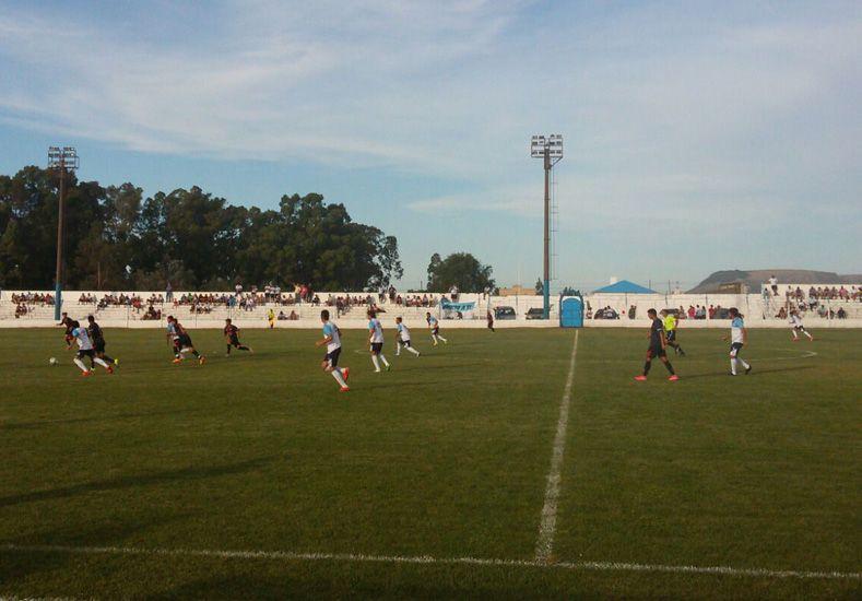 El amistoso entre Colón y el Decano se disputó en el estadio Municipal de Balcarce con buena presencia de hinchas