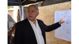 """Lifschitz: """"En un año y medio esperamos inaugurar la totalidad del desagüe Larrea"""""""