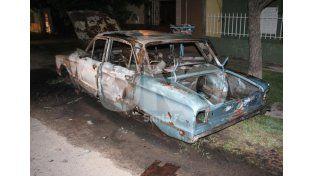 Otro auto incendiado en Santa Fe