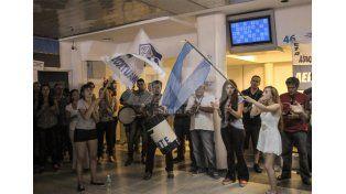 En la espera. Los trabajadores piden la presencia de las autoridades.