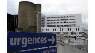 Otros cinco voluntarios continúan internados en el hospital universitario de Rennes.