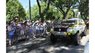 Uno de los Renault participantes del Dakar arriba a la zona de Monumento. (Foto: F. Guillén)