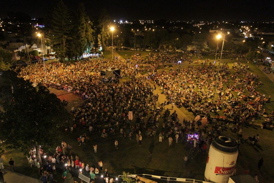 Miles de personas asistieron anoche al Festival de Guadalupe