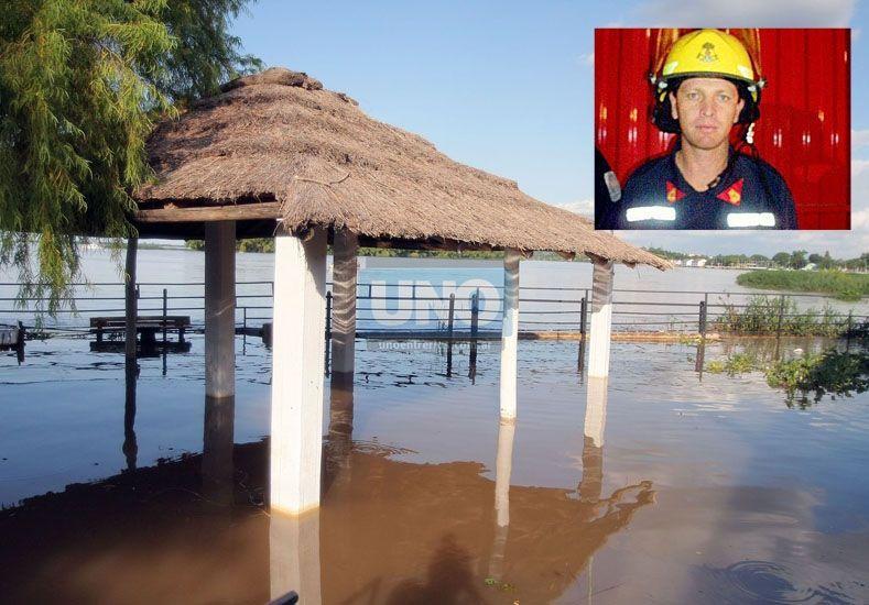 Inundación. Un ámbito propicio para el contagio la enfermedad. En la foto pequeña