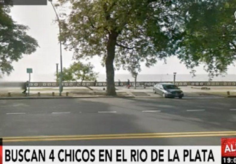 Un joven de 13 años murió en el Río de la Plata y buscan a otra de 15