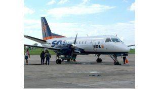 Empleados de la empresa aérea Sol aseguran que se presentó la quiebra