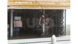 El comercio en el cual trabajaron agentes de la PDI durante la mañana de este jueves sobre La Peatonal./ José Busiemi.