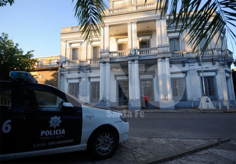 De inmediato. La agresora fue llevada hacia la UR XV luego de ser arrestada por el personal policial / Foto: Juan Manuel Baialardo - Uno Santa Fe