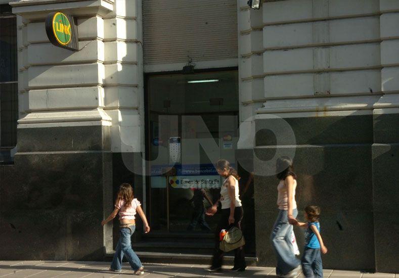Se restableció el servicio en todos los cajeros y sucursales del Nuevo Banco de Santa Fe