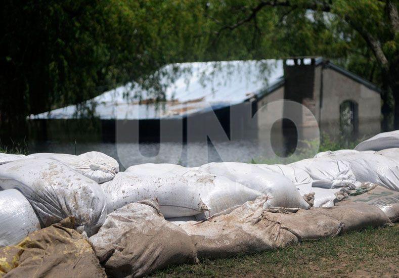 Constante. Es el trabajo de monitoreo que se realiza. Aseguran que la situación está controlada. Foto: Juan Baialardo / Diario UNO Santa Fe