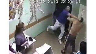VIDEO: Un paciente tocó a una enfermera y un médico lo mató en pleno hospital