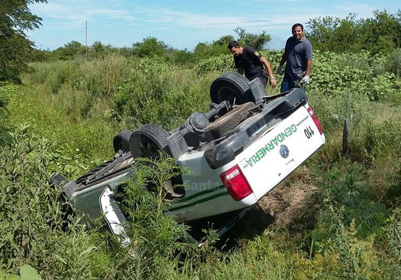 Hallaron una camioneta falsa de Gendarmería volcada cerca de Cayastá